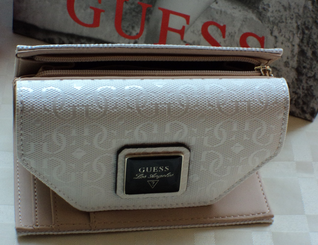 Guess Blossom Medium Zip Around