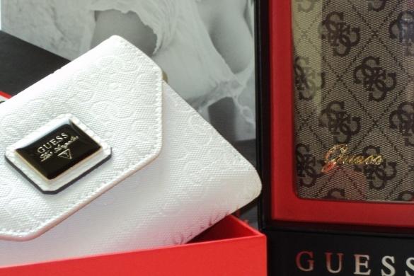 Guess Geldbörse & Iphone Case