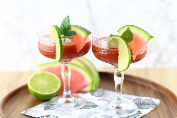 Alkoholfreier Sommer-Cocktail: Wassermelonen-Matcha-Drink mit Limette