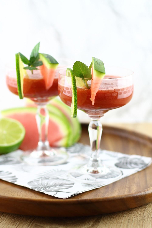 Alkoholfreier Sommer-Cocktail - Wassermelonen-Matcha-Drink mit Limette