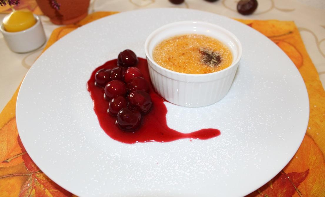 Kürbis Crème Brûlée mit Marsala-Kirschen