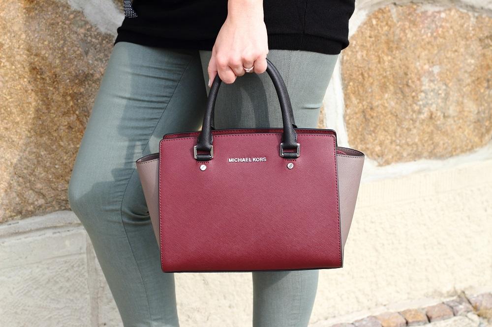 Outfit - Bordeaux im Frühling - Details - Michael Kors bag