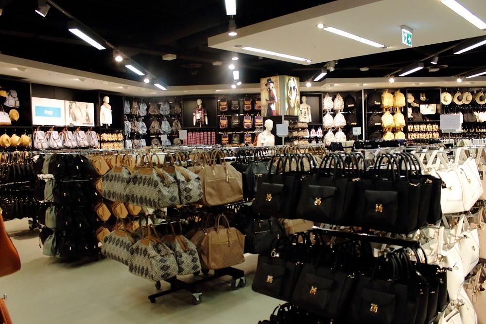 Eröffnung Primark Store Leipzig - 1 OG. Taschen