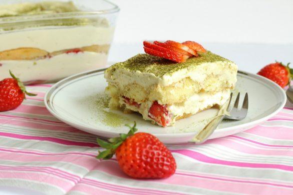 Ein Klassiker mal anders – Matchamisu mit Erdbeeren