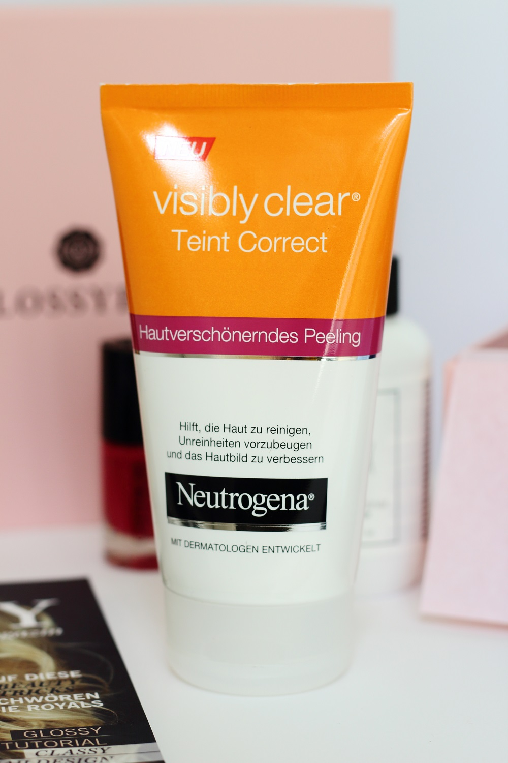 Glossybox Mai 2016 Classy Queen Edition - Neutrogena Visibly Clear Teint Correct Peeling