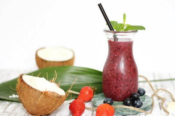 [Giveaway – beendet] 1. Bloggeburtstag & Rezept Iced Coco-Berry Smoothie