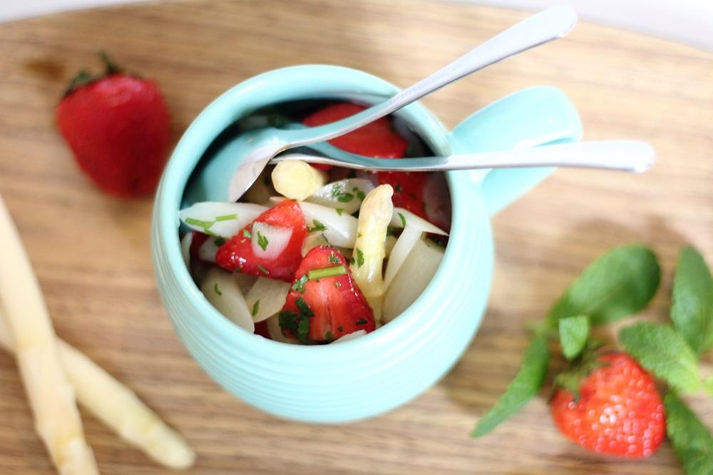 Leichter Spargelsalat mit Minze und Erdbeeren 2