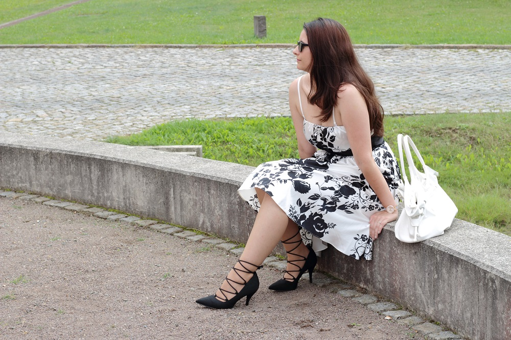 Sommerkleid und Lace up Pumps 1