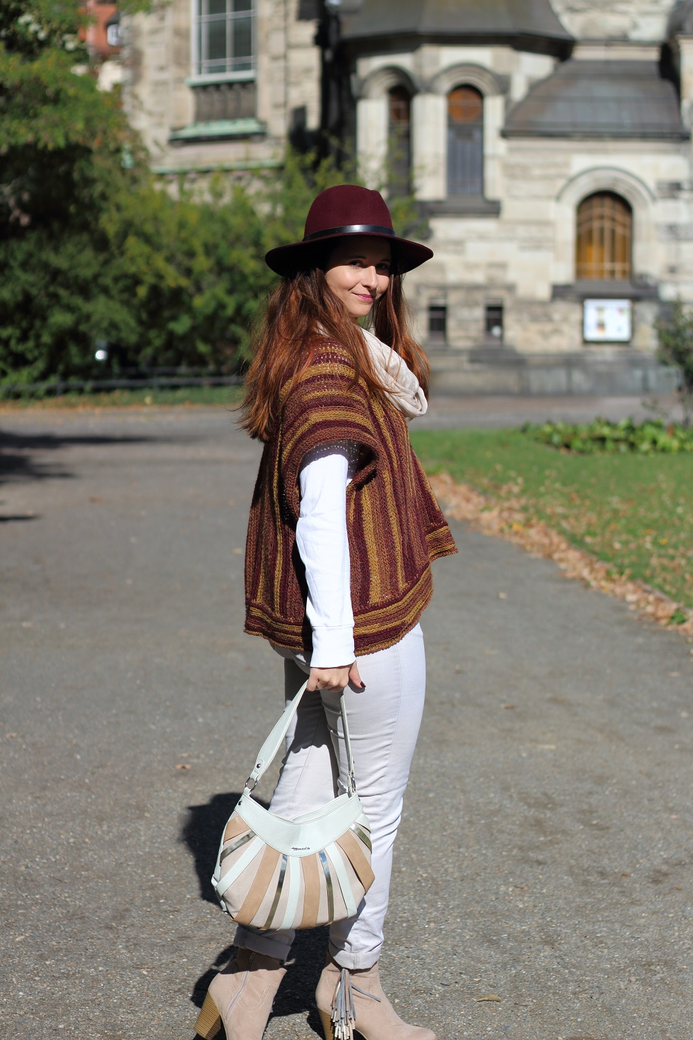 outfit-daily-dreamery-poncho-love-2