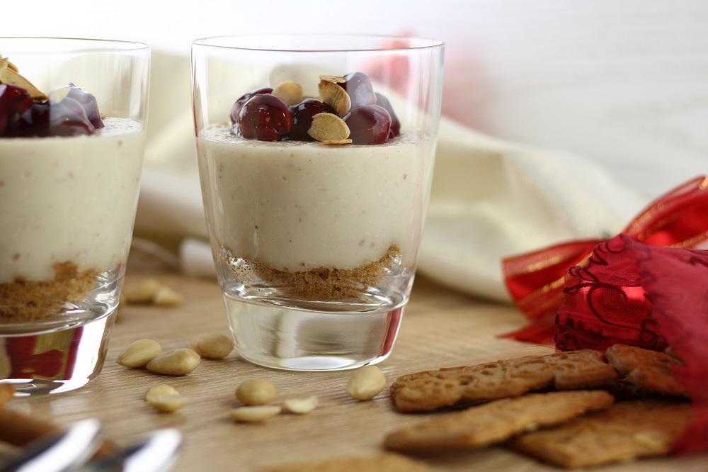 Winter-Dessert - Mandelpudding mit Kirschen und Spekulatius