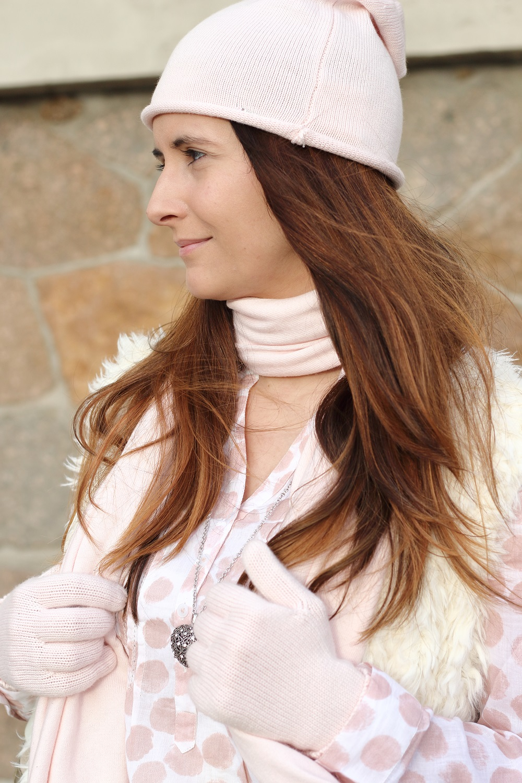 Mein Winterlook mit BASEFIELD - Pastell, Rosa, Teddy-Weste, Beanie, Schal, Handschuhe
