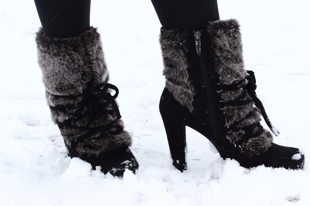 [Outfit] Wintermantel, Strickkleid und Tamaris Fake Fur Stiefeletten