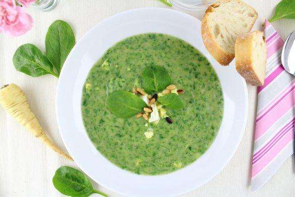 Pastinaken-Spinat-Suppe mit Ei