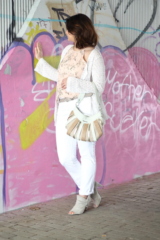 [Outfit] Mein Frühlingslook mit Sunny Face - Jeans, Hose, Blumenmuster, Million X, Hosen, Frühling, floral, ootd, frühlingsoutfit