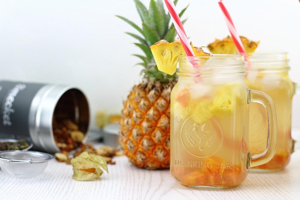 Fruchtig-Erfrischender Eistee mit Smecket - Rezept für Eistee mit Früchten - Eistee mit Früchten als erfrischendes Sommergetränk