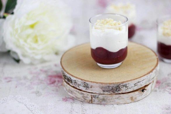 Fruchtiges Dessert im Glas: Kirschmascarpone