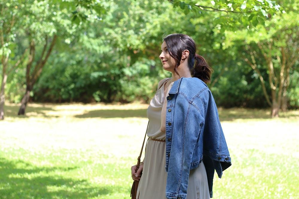 8bc242054eaf4 Denim Look - Jeansjacke trifft auf Vokuhila-Kleid - Mary Loves