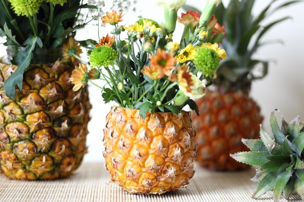 diy sommerdeko so bastelt ihr eine ananas blumenvase. Black Bedroom Furniture Sets. Home Design Ideas