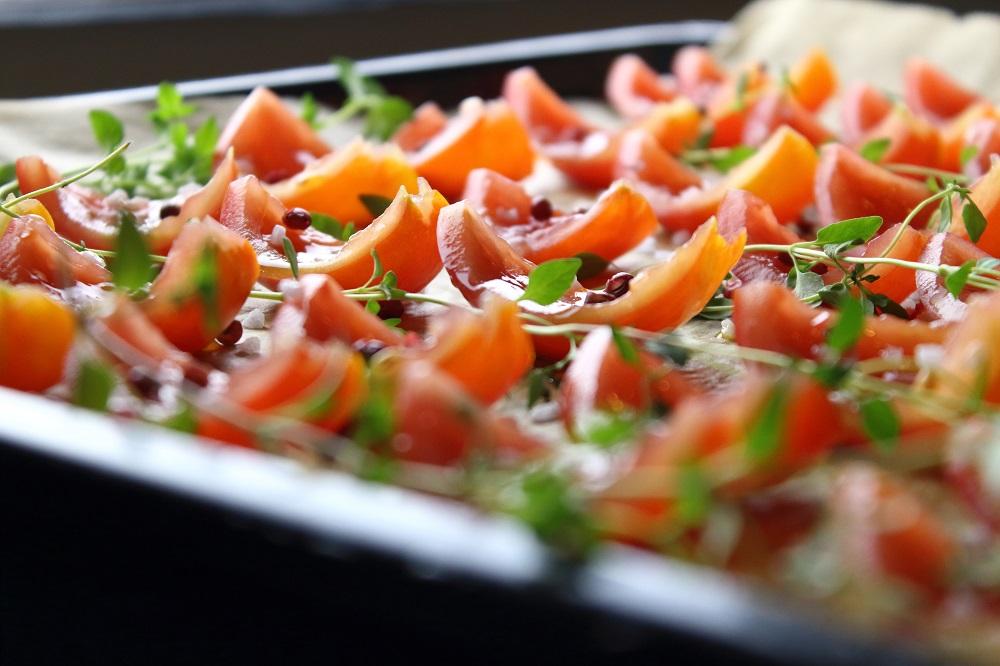 Eingelegte getrocknete Tomaten mit Thymian, Knoblauch und Rosa Pfeffer - getrocknete Tomaten selber in Öl einlegen - Vorbereitung