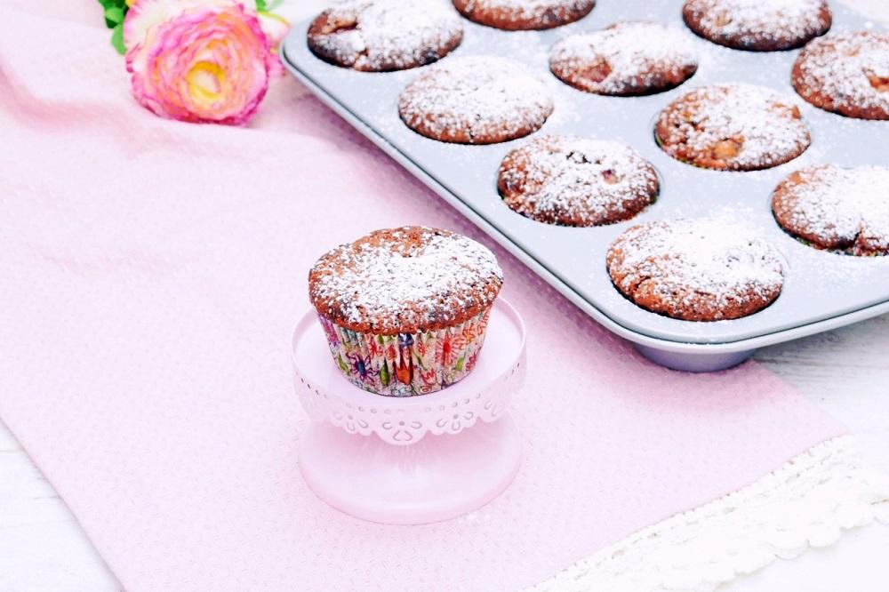 Schoko Muffins mit Sauerkirschen für den Spätsommer - Rezept für Schoko-Kirsch-Muffins von Miss Fancy