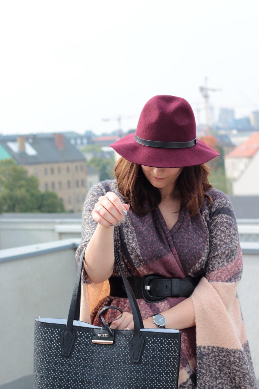 Herbst Outfit - Poncho mal anders kombiniert - So kombiniert man Ponchos im Herbst