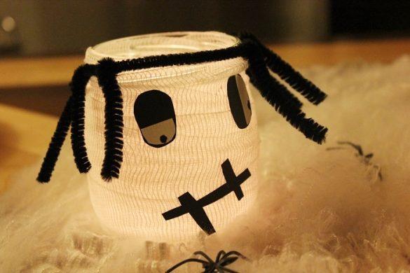 [Link Collection] Die besten Halloween-Ideen von Bloggern - Mumien-Teelichter von The Inspiring Life
