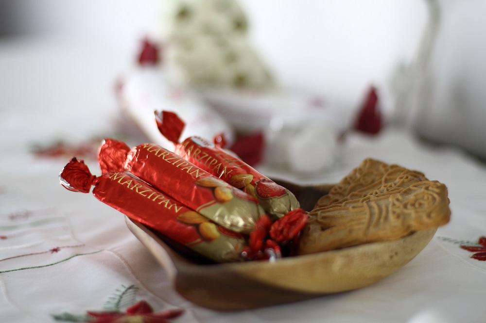 [Anzeige] DIY-Adventskalender aus Papierrollen basteln und mit Zentis Marzipanbroten befüllen
