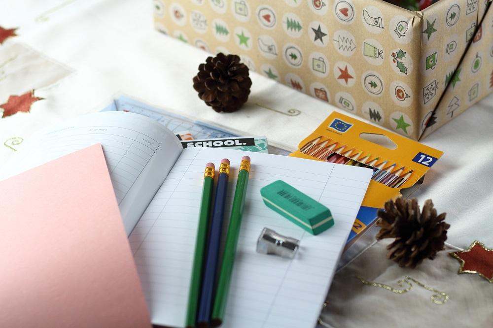 Freude Schenken - Mit der Aktion Weihnachten im Schuhkarton - Inhalt Schulsachen