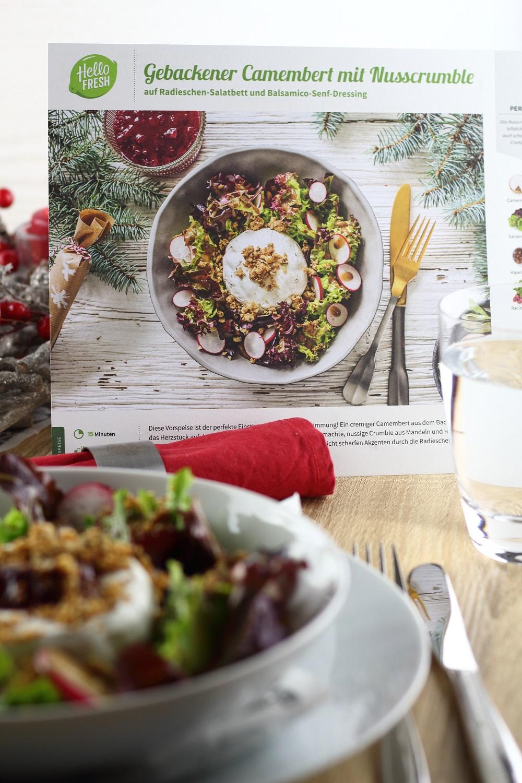 [Anzeige] Ein leckeres Weihnachtsmenü mit der HelloFresh Weihnachtsbox - Vorspeise Gebackener Camembert mit Nusscrumble auf Radieschen-Salatbett und Balsamico-Senf-Dressing