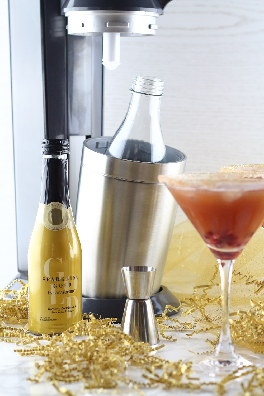 [Anzeige] Silvester-Drinks mit und ohne Alkohol - Granatapfel-Pfirsich-Cocktail mit dem neuen Sodastream Sparkling Gold