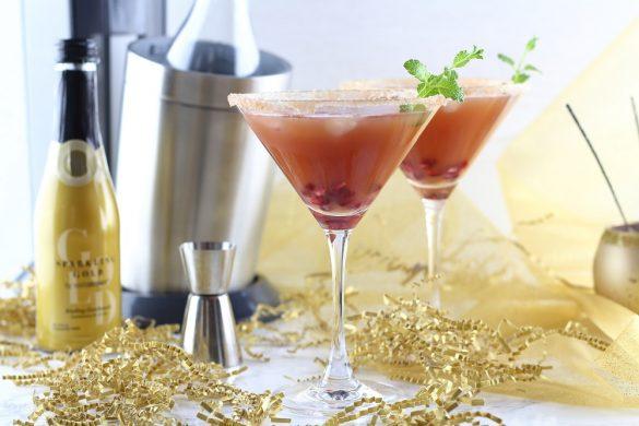 Silvester-Drinks mit und ohne Alkohol: Granatapfel-Pfirsich-Cocktail mit dem neuen SodaStream Sparkling Gold