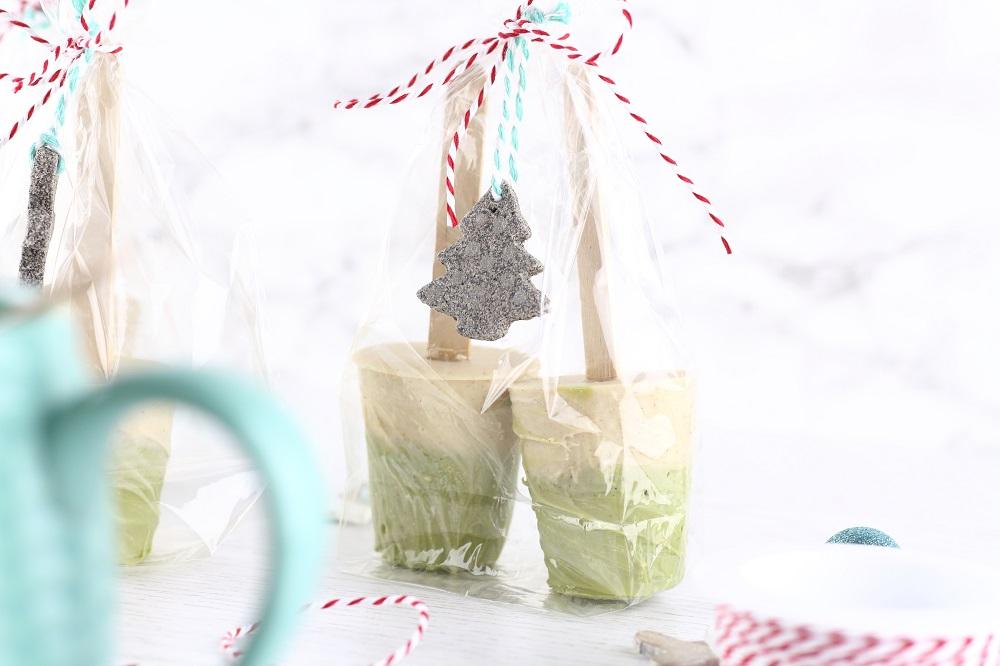 DIY Trinkschokolade am Stiel - Weiße Schokolade mit Matcha und Zimt