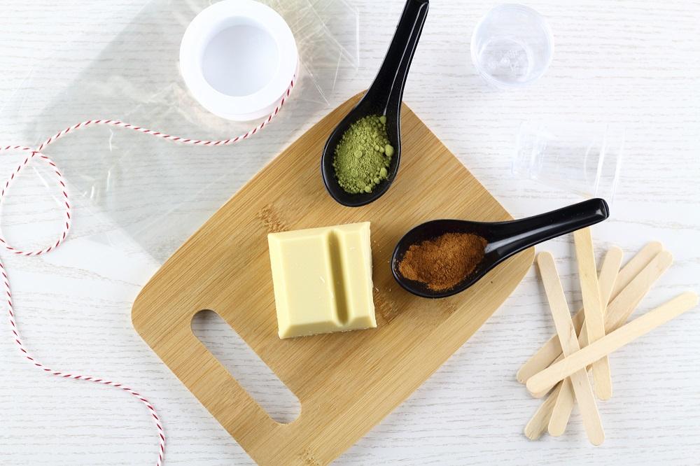 DIY Trinkschokolade am Stiel - Weiße Schokolade mit Matcha und Zimt - Zutaten