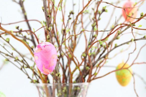 Osterdeko - Die schönsten Ideen und Anleitungen - Ostereier marmorieren mit Nagellack