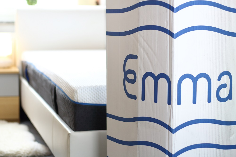 [Anzeige] Gesunder Schlaf für eine gesunde Schwangerschaft - Emma Air Matratze Karton