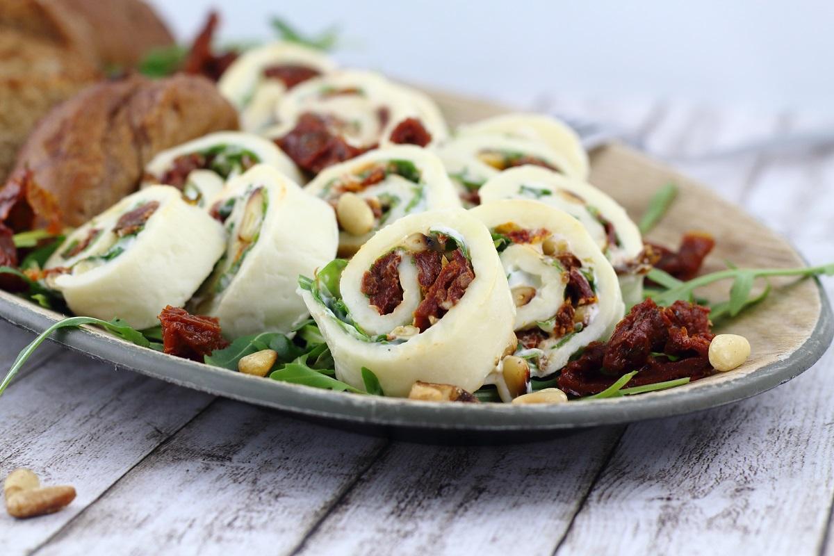 Die besten Sommerrezepte von Mary Loves - Mini-Mozzarella-Röllchen mit Rucola und getrockneten Tomaten - Gastbeitrag bei C&B with Andrea