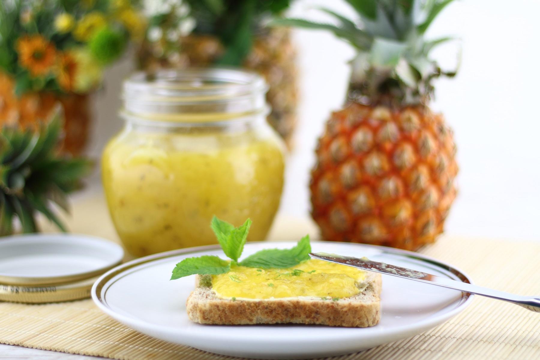 Die besten Sommerrezepte von Mary Loves - Sommerlicher Ananas-Limetten-Fruchtaufstrich - Gastbeitrag bei Daily Dreamery
