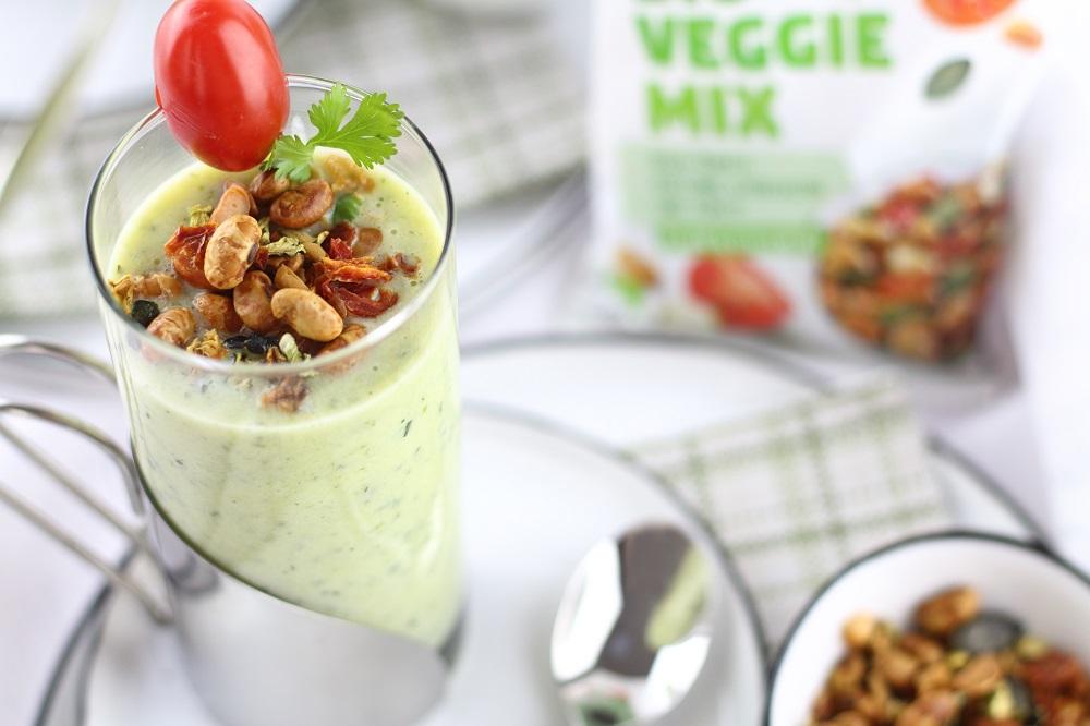 [Anzeige] Zucchini-Lassi mit knusprigen Topping von LANDGARTEN