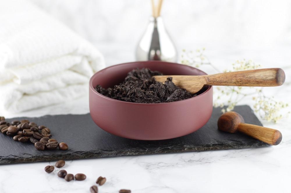 DIY Kaffee-Kokos-Körperpeeling - Für seidig weiche Haut - Mary Loves