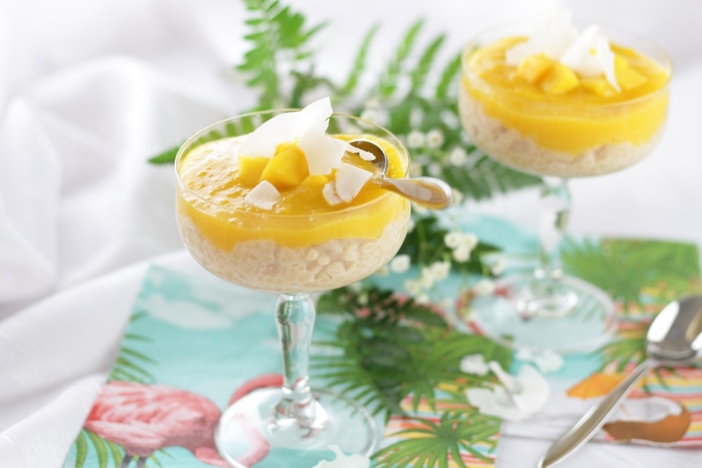 Sommerlicher Kokosmilchreis mit fruchtigem Mangotopping