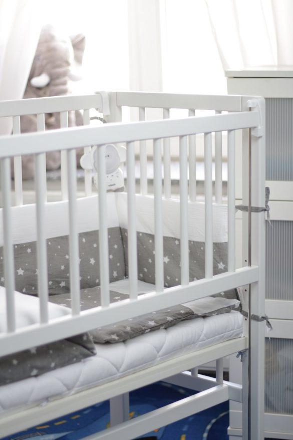 [Anzeige] Der erste Schlafplatz für's Baby - Little World Beistellbett und Bornino Home Bettwäsche-Set