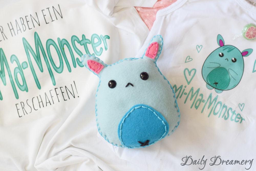 DIY-Geschenk zur Geburt: Witziges Monsterchen für die ganze Familie - Mi-Ma-Monster bedruckter Baby-Body & T-Shirt