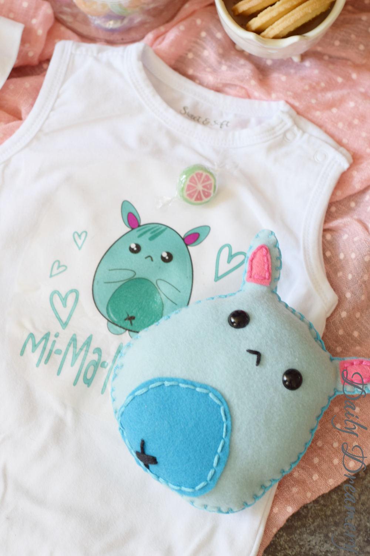 DIY-Geschenk zur Geburt: Witziges Monsterchen für die ganze Familie - Mi-Ma-Monster bedruckter Baby-Body