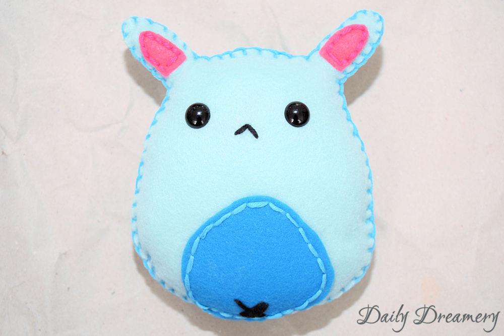 DIY-Geschenk zur Geburt: Witziges Monsterchen für die ganze Familie - Filz-Kuscheltier