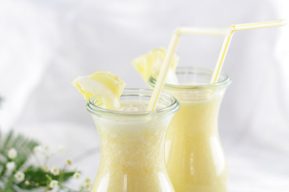Tropisches Sommergetränk - Ananas-Kokos-Smoothie