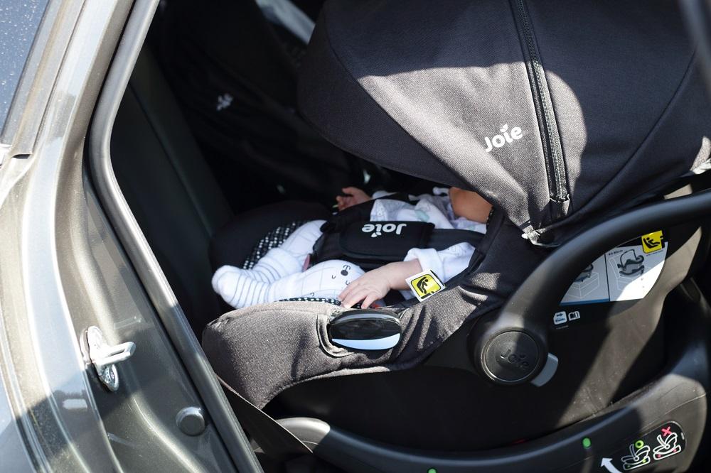 [Anzeige] Joie Chrome DLX Kombi-Kinderwagen - Mit dem Baby sicher unterwegs - Babyschale für's Auto
