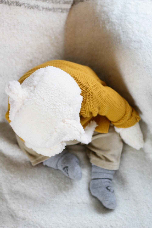 [Anzeige] Warm eingepackt - Die richtige Babykleidung für kalte Tage - Baby mit Mütze & Handschuhen