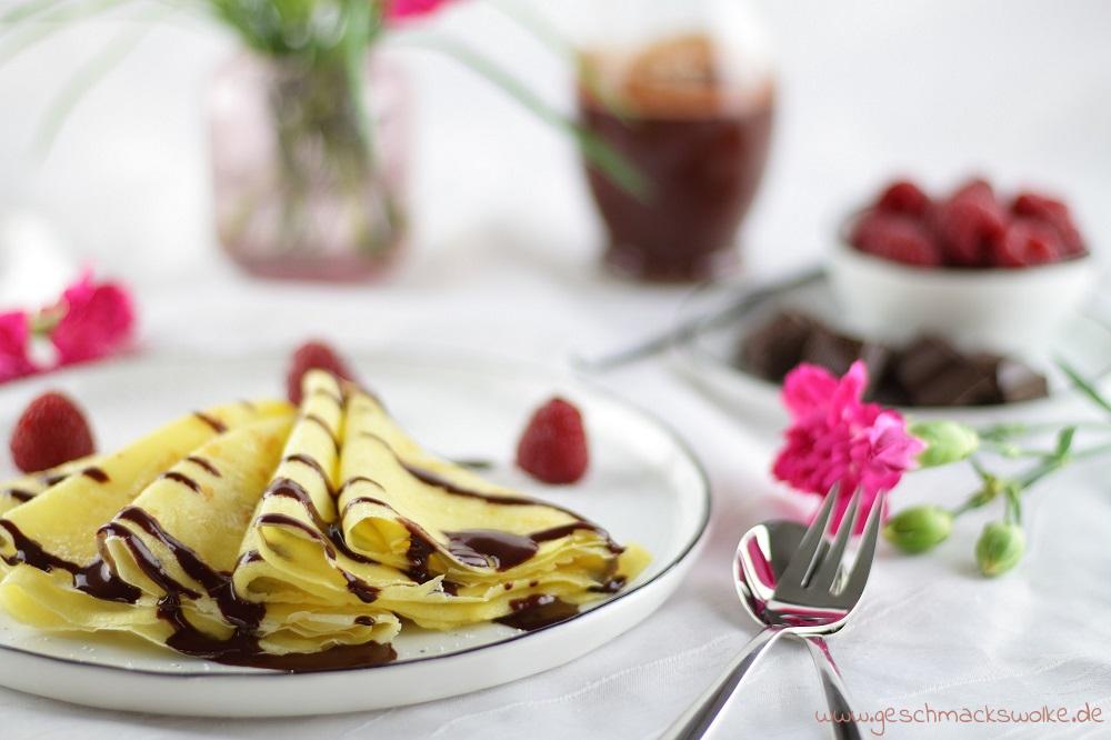 Die schönsten Valentinstags Ideen von Mary Loves - Frühstück zum Verlieben: Crêpes mit Himbeer-Schokoladen-Sauce