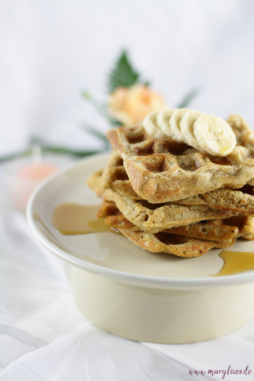 Gesundes Frühstück - Vegane Haferwaffeln mit Bananen