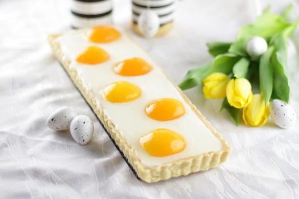 Süßer Osterbrunch: Aprikosen-Schmandtarte in Spiegeleioptik